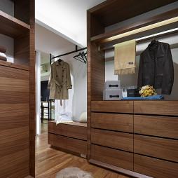 现代风格木质衣帽间设计