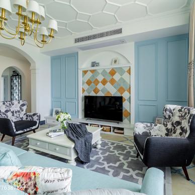 淡蓝色美式背景墙设计
