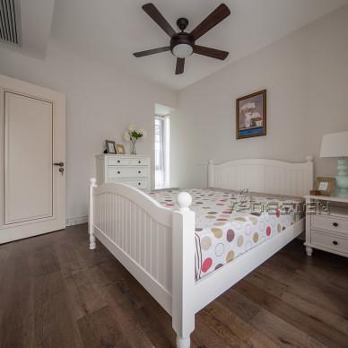 清爽美式卧室装修图
