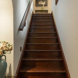 美式木质楼梯效果图