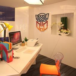办公室时尚办公桌设计