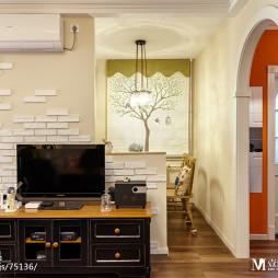 混搭风格电视隔断墙设计