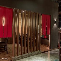 餐厅木质隔断设计