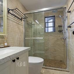 美式三居室卫浴图片