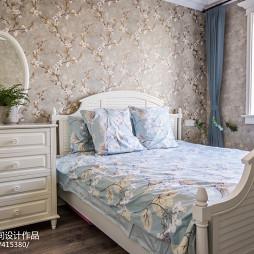 小卧室床头柜
