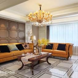 客厅暖黄色沙发
