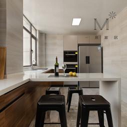 复式厨房带吧台