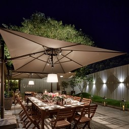 别墅庭院餐桌
