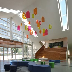 小学教学楼大厅装饰