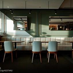 DORICIOUS餐厅卡座设计图片