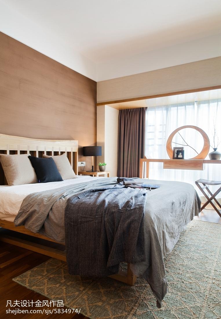 请问床头背景墙用的什么材质?