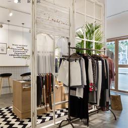 75m²混搭服装店衣服展示设计图