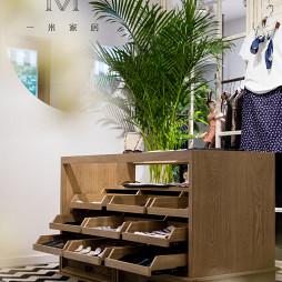 75m²混搭服装店衣服展示柜设计图