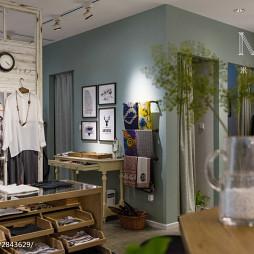 75m²混搭服装店衣服展示设计图片