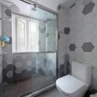 北欧复式卫浴实景图片