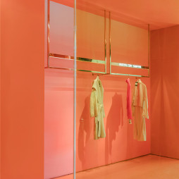 ONE DAY服装店衣服展示区设计图