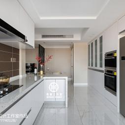 白色系现代厨房设计图片