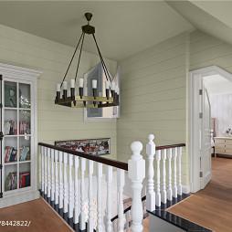 白色系美式别墅阁楼设计图