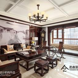 四居中式客厅设计图