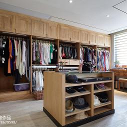 现代别墅衣帽间设计