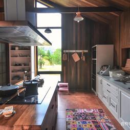 现代自然别墅厨房设计图