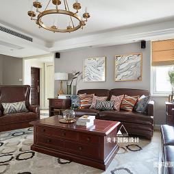 简美复式客厅实景图片