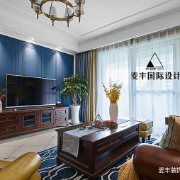 美式四居客厅背景墙设计实景图