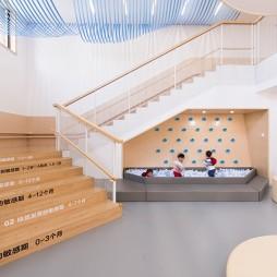 马场旁的早教中心楼梯设计图