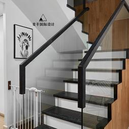 北欧四居楼梯设计图