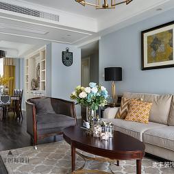 美式三居客厅挂画设计实景图