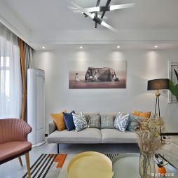靓丽混搭二居沙发背景墙设计