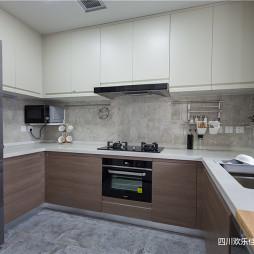 现代风三居厨房U型橱柜设计图