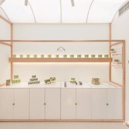 15平米的极简抹茶类零食专卖店产品陈列设计图
