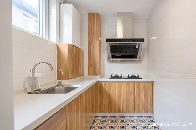 原木舒適的北歐風格廚房設計