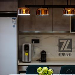 现代风格餐饮洁白客厅设计图