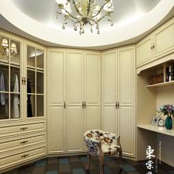 优山美地的法式风格别墅衣帽间设计