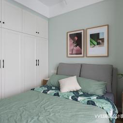 温馨北欧卧室衣柜设计