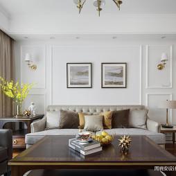 温馨美式三居客厅挂画设计