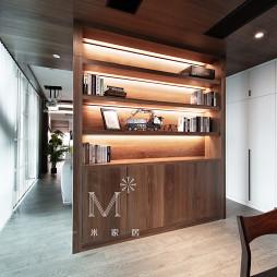 140m² 现代客厅隔断设计