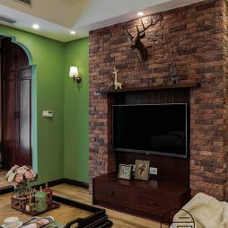 重彩美式背景墙设计