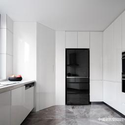 高级白现代厨房设计