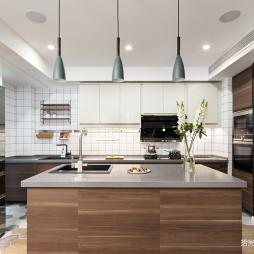 大平层现代厨房设计