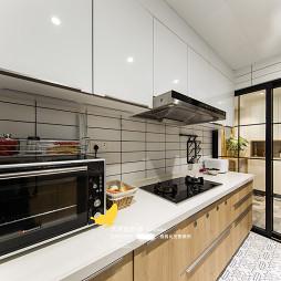 现代北欧风厨房橱柜设计
