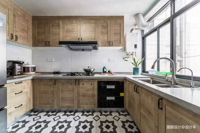 温暖的北欧风厨房图片