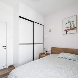 温暖的北欧风卧室衣柜图片