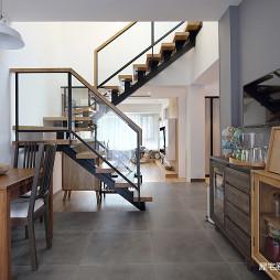 日式三居楼梯设计图