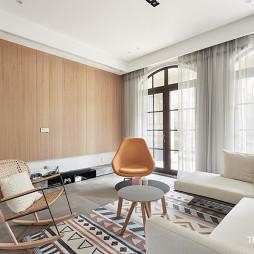 简单简约四居客厅设计