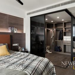loft复式卧室衣帽间设计图