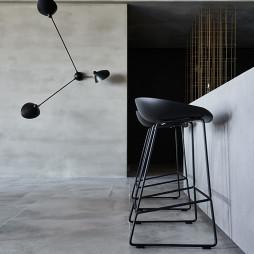 《蓝眼》现代客厅餐厅设计实景图
