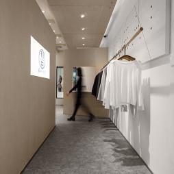 初?白 服装店铺设计